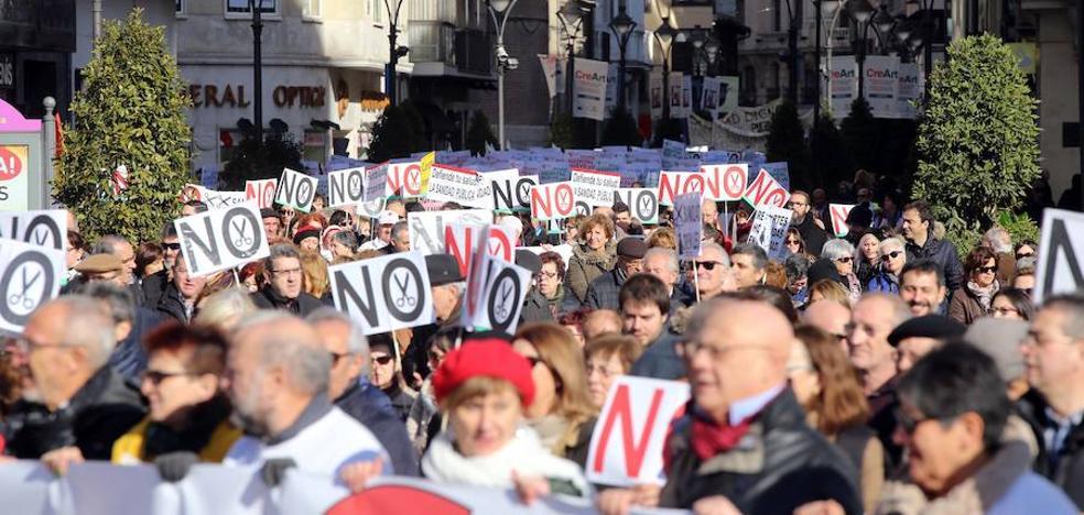 La defensa por una sanidad «pública y de calidad» rompe expectativas, inunda las calles de Valladolid y lanza un órdago a la Junta