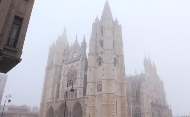 La niebla 'pinta' de misterio León