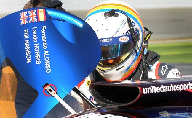 Alonso no puede rodar en los Libres 1 tras accidente de su compañero