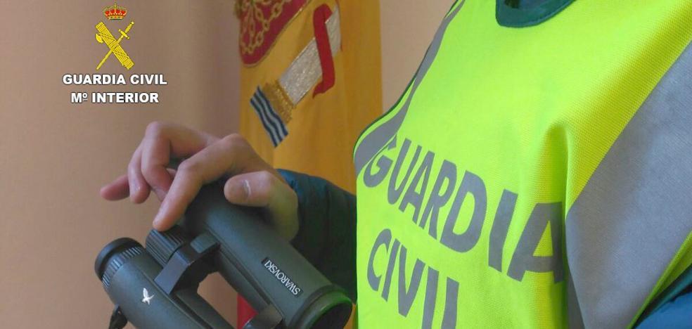 Dos detenidos acusados del robo de unos prismáticos valorados en 3.000 euros