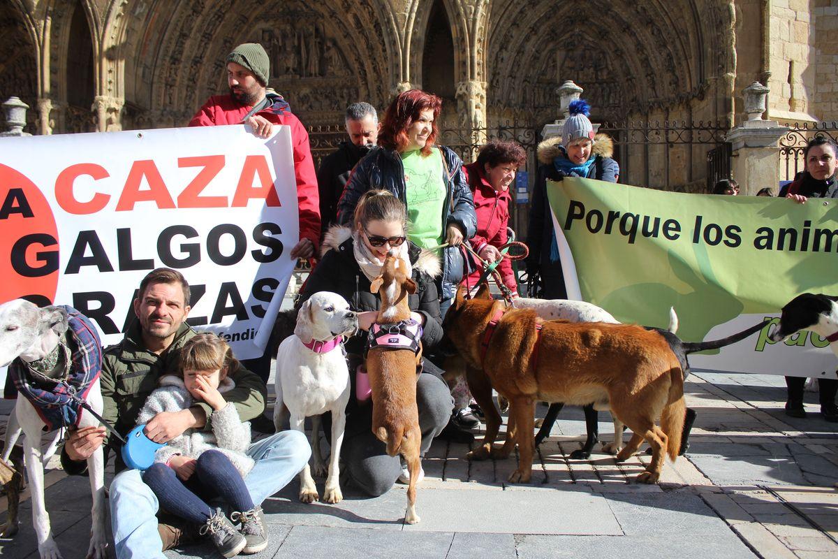 Protesta en rechazo a la cazería con perros