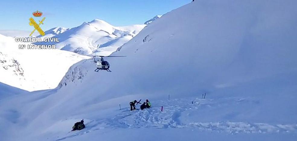 La Guardia Civil rescata a un esquiador accidentado en el Pico Coriscao