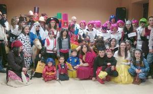 Murias de Paredes celebra su Carnaval 'de pueblo' rodeado de vecinos