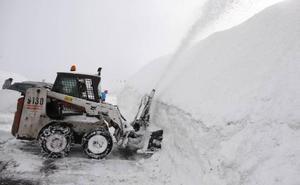 Los puertos de Tarna y San Isidro abren con riesgo de avalanchas