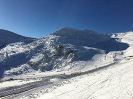 La nieve arrasa en las estaciones del norte