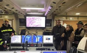 María José Salgueiro asiste a una exhibición de la Unidad Militar de Emergencias en su base de León