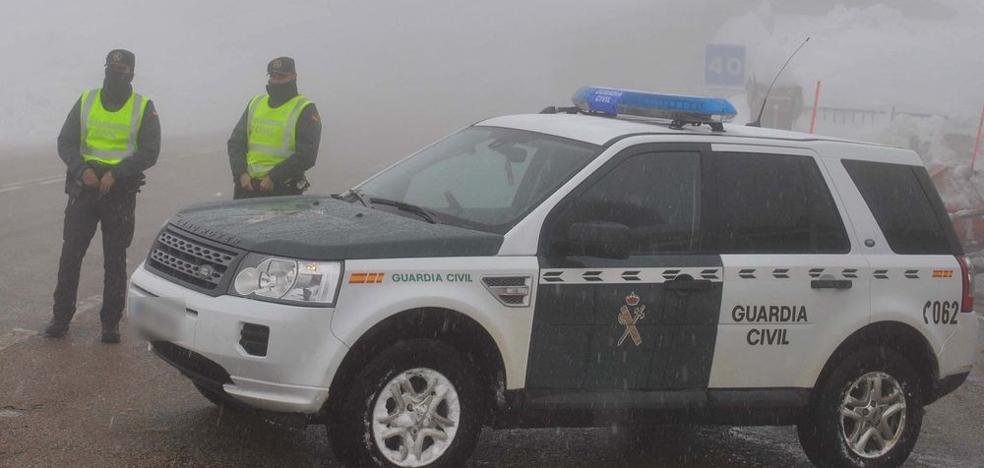 La nieve dificulta el tráfico en una veintena de puntos de la red de carreteras de la provincia