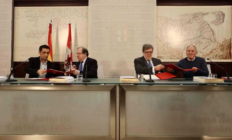 Firma de varios acuerdos del Diálogo Social
