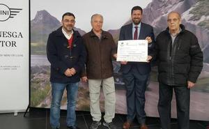 Pedro Llamas entrega los premios de la Cabalgata de Carnaval de los patrocinadores