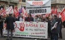 León sale a la calle para criticar el «humillante» aumento del 0,25 en las pensiones y pide un «futuro sostenible» para las jubilaciones