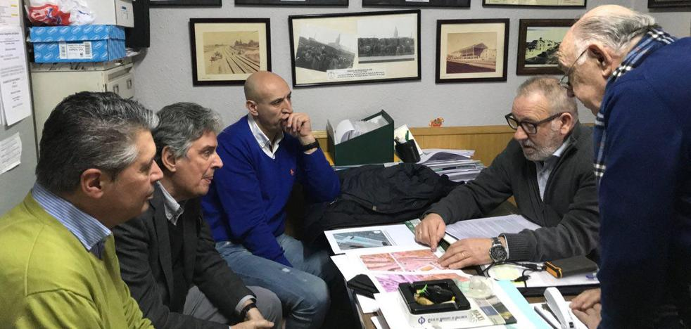 Amigos del Ferrocarril pide ayuda al PSOE para «conservar y exponer» el material ferroviario recuperado durante 25 años