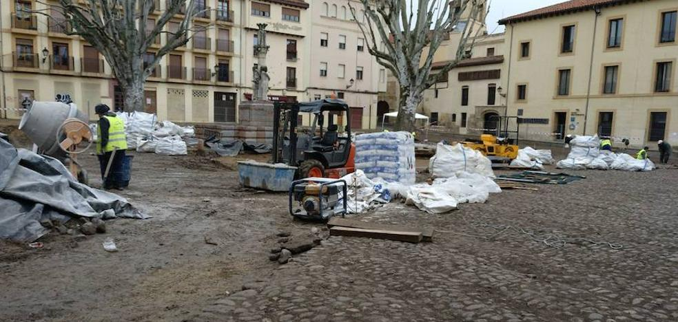 La plaza del Grano 'se cae' del calendario de la Semana Santa y se baraja abril o mayo como nueva fecha de apertura