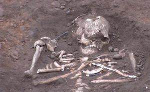 Galleguillos pide apoyo a la Junta para investigar su necrópolis tras hallar una treintena de esqueletos