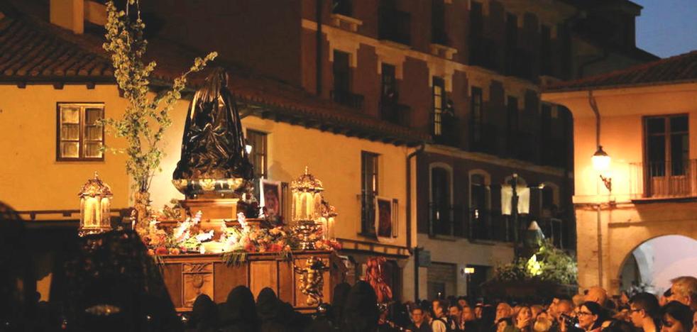Las cofradías se amoldan al cierre de la Plaza del Grano y estudian nuevos itinerarios