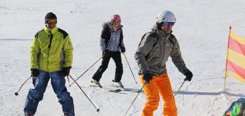 10.113 esquiadores disfrutan de las estaciones de esquí de la provincia durante el fin de semana