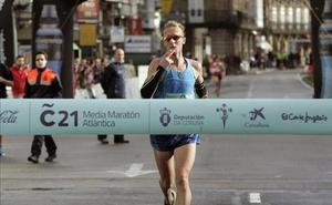 Sergio Sánchez roza el triunfo en la Media Maratón de La Coruña