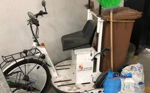 El PP de San Andrés denuncia el deterioro de un vehículo eléctrico de la limpieza tras tres años 'en el cajón'