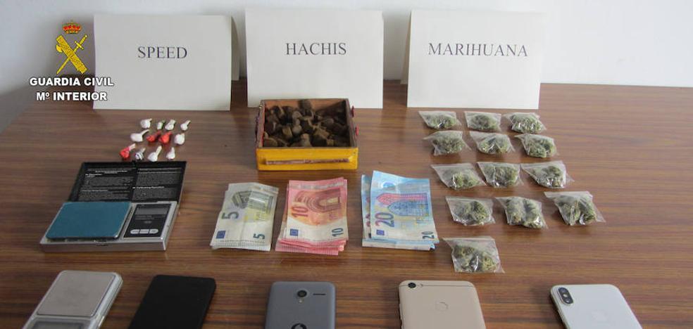 Dos detenidos y un investigado en el desmantelamiento de un punto de venta de droga en Fabero