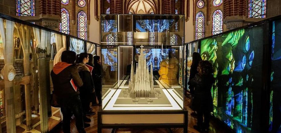 La exposición itinerante de Gaudí y la Sagrada Familia coloca a Astorga como epicentro de su obra