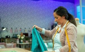 Isadora Duncan pone en marcha un taller de costura para mujeres inmigrantes