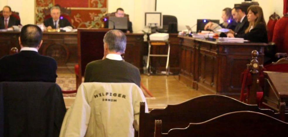 El juez rechaza la «interpretación» de la defensa de Orozco Building y recuerda que las viviendas eran «libres de cargas»