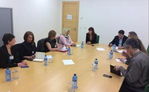 La Asociación 'Todos sumamos-creando inclusión' se reune con los portavoces de Educación de las Cortes