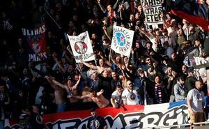 Los jugadores del PSG reciben a una quincena de ultras