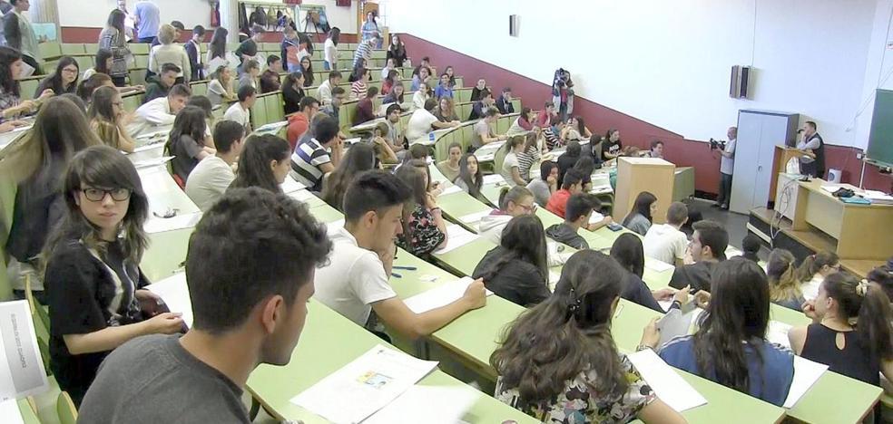 Los universitarios leoneses, los primeros en titularse pero entre los últimos en encontrar empleo