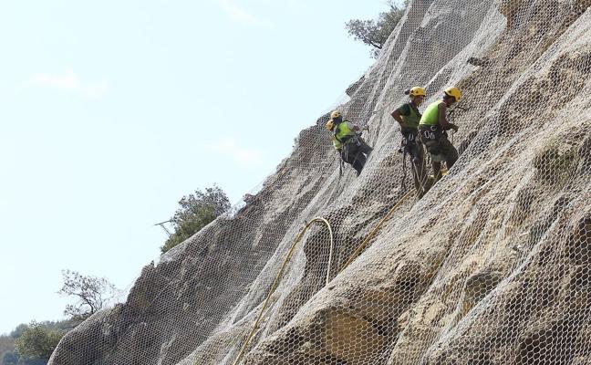 Fomento anuncia una inversión de 483.300 euros en la mejora de la carretera de Puente de Domingo Flórez