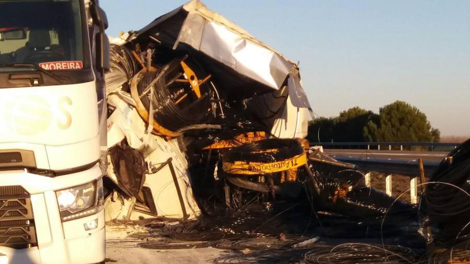 Accidente entre dos camiones en la A-231