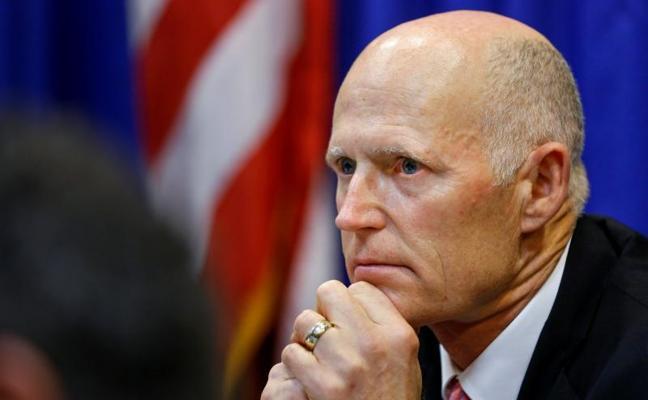 El gobernador de Florida propone la presencia policial obligatoria en las escuelas