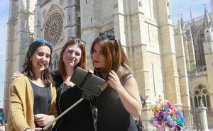 El PSOE de León denuncia la caída del número de turistas que visitan la ciudad y exige «medidas urgentes»