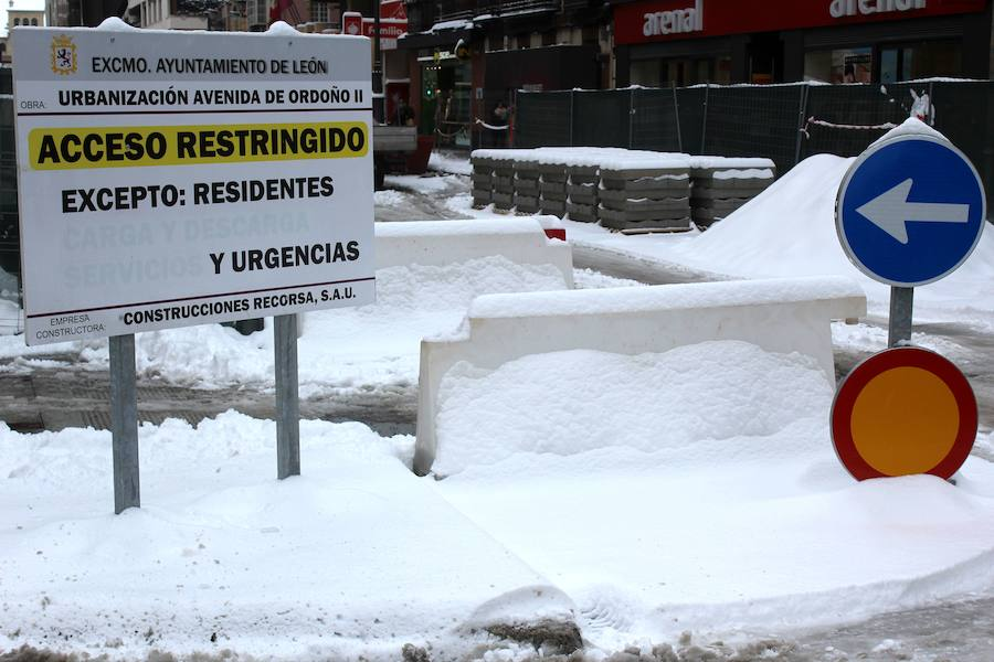 La nieve 'asalta' la capital leonesa