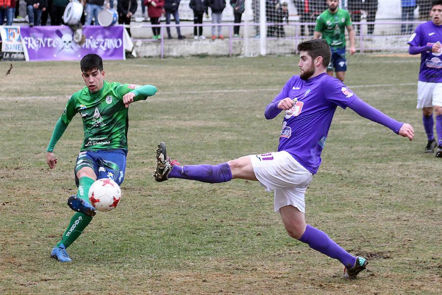 Imágenes del derbi leonés entre La Bañeza y Atlético Astorga