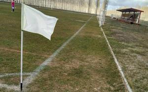 El PSOE denuncia el «lamentable estado» del campo de fútbol de Valencia de Don Juan