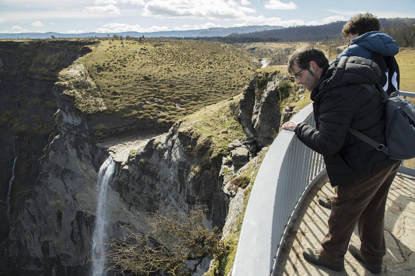 Una vista sobre las cascadas de Castilla y León