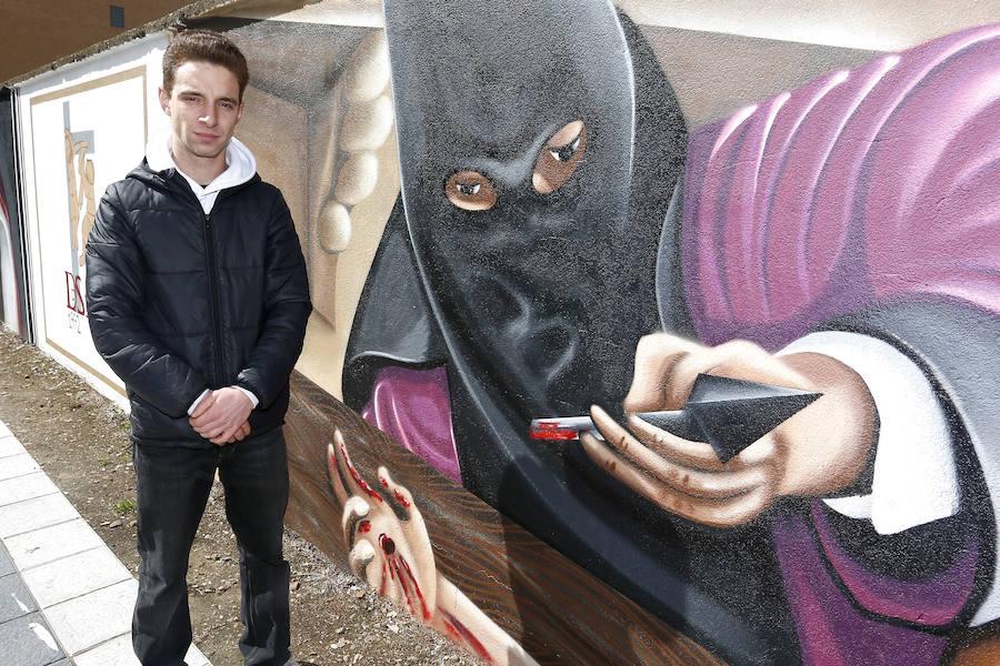 Inauguración de un mural de arte urbano sobre la Semana Santa de León