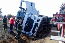 Un herido tras la salida de vía de un camión de gran tonelaje en la CL-623