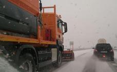 La nieve complica el tráfico y vuelve a cubrir la provincia