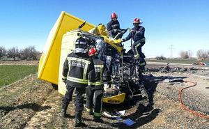 Dos fallecidos en el choque de un camión y una furgoneta en la localidad de Valverde-Enrique