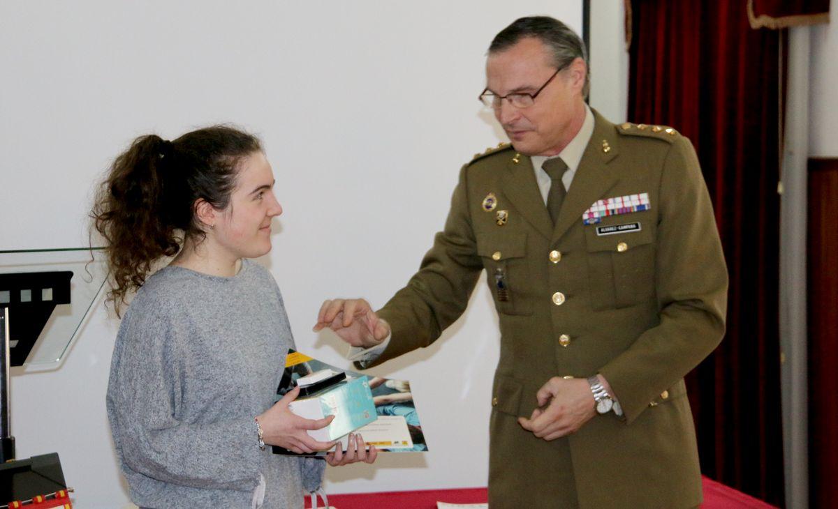 Premios al concurso 'Carta a un militar'