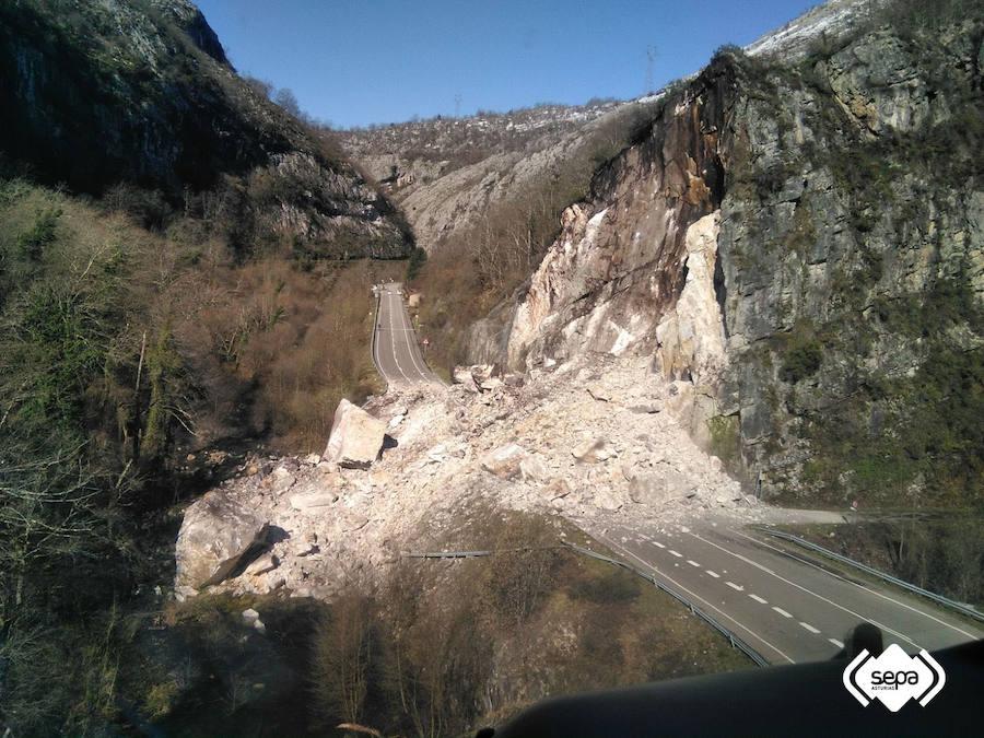 Un argayo corta la conexión de León y Asturias por León