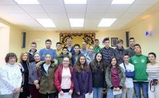 Alumnos del IES Ramiro II visitan el Ayuntamiento en el Día del Agua