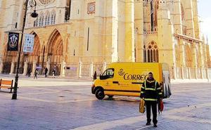 Correos retoma el servicio de transporte de equipajes para los peregrinos