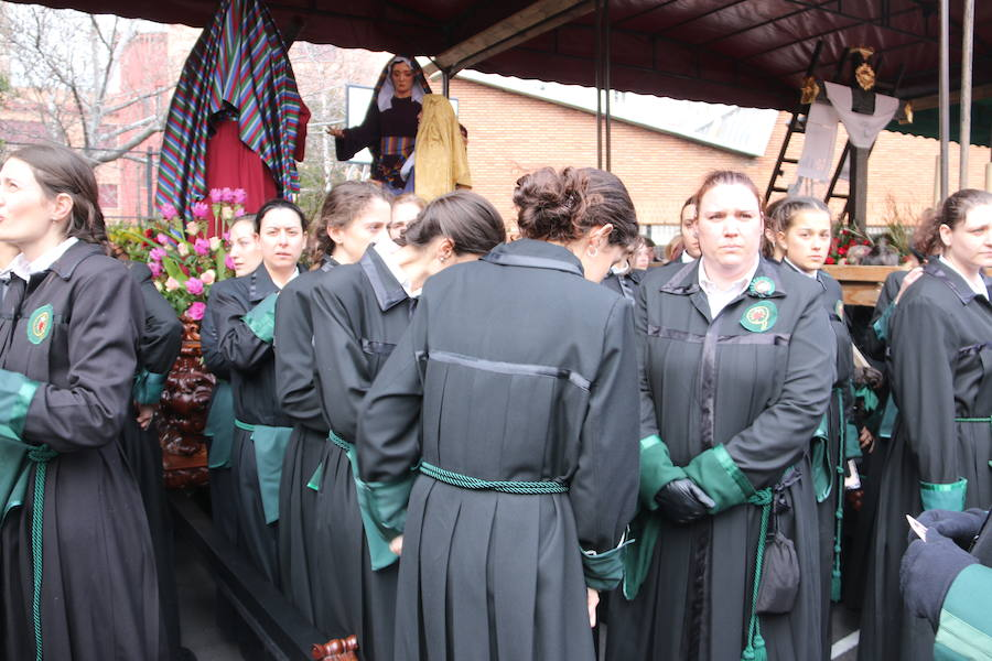 Las previsiones de lluvia suspenden la procesión de María al Pie de la Cruz