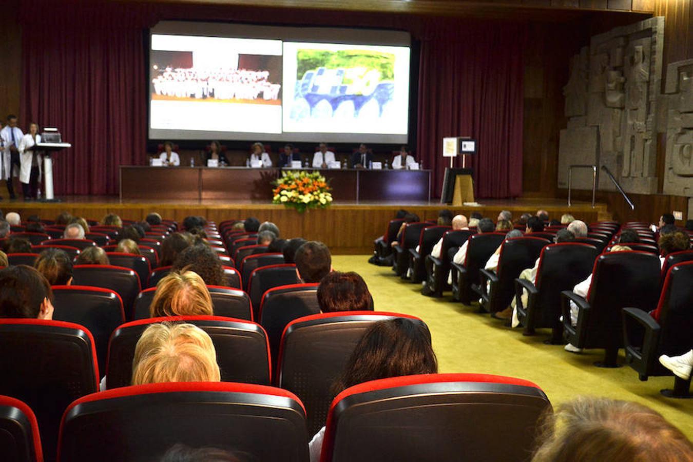 El consejero de Sanidad visita el Hospital de León para la entrega del Sello de Excelencia EFQM 400+