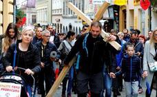 Un croata carga 200 kilómetros con una cruz en protesta contra gasto militar