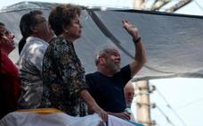 Lula sale del sindicato para asistir a una misa por su esposa