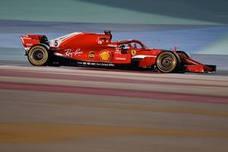 El bicentenario Vettel mete más presión a Hamilton