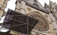 Andamios para el rosetón principal de la catedral